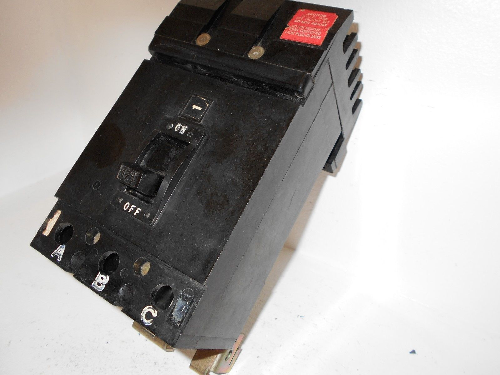 Square D Q232175 3 Pole 175 Amp 240v I Line Circuit Breaker Type Q2